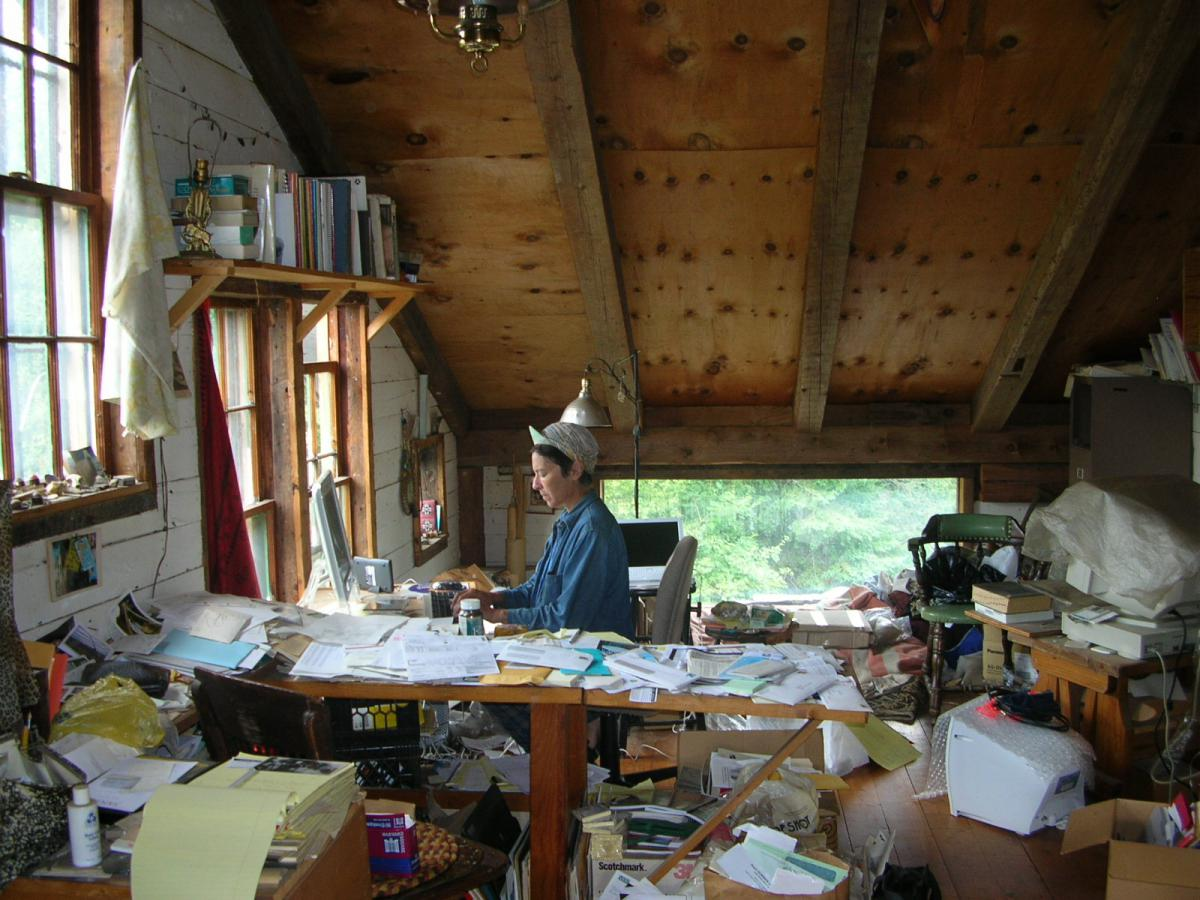 lisa nelson, dans le bureau, Vermont_credit photo Jackie Lansley
